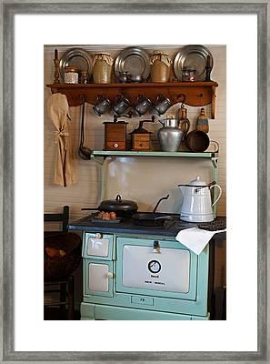 Old Cook Stove Framed Print by Carmen Del Valle