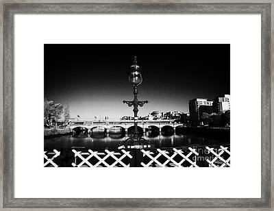 old lamp detail on south portland street suspension bridge over the river clyde Glasgow Scotland UK Framed Print by Joe Fox