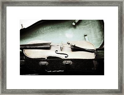 Old Violin 1 Framed Print by Marilyn Hunt
