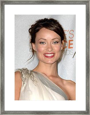 Olivia Wilde In The Press Room Framed Print by Everett