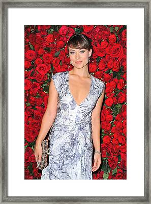 Olivia Wilde Wearing A Narciso Framed Print by Everett