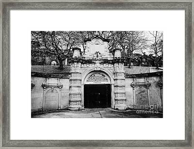 Ornate Unused Entrance To Glasgow Necropolis Victorian Cemetery Built By The Merchants House Of Glas Framed Print
