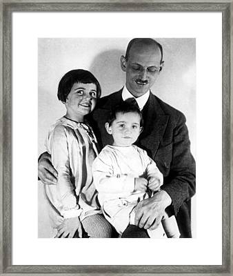 Otto Frank With His Daughters Margot Framed Print by Everett