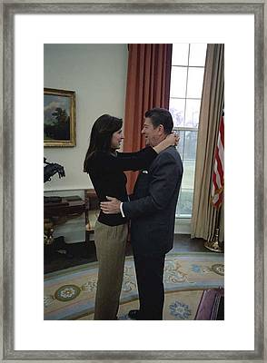 Patti Davis Embraces Her Father Framed Print by Everett