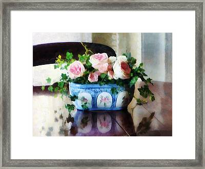 Pink Roses And Ivy Framed Print by Susan Savad