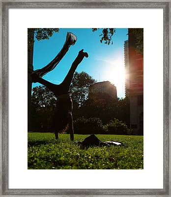 Playing With The Sun - Philadelphia - Pensilvania - Sunset Framed Print by Lee Dos Santos