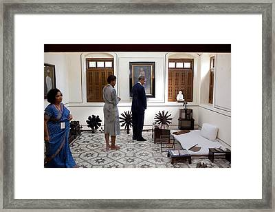 President And Michelle Obama Tour Framed Print by Everett