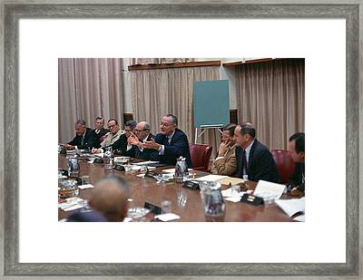 President Johnson Meeting With The Us Framed Print by Everett