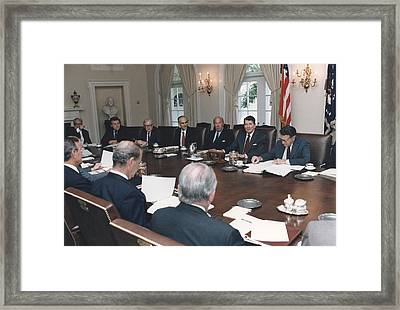 President Reagan Leading A Cabinet Framed Print by Everett