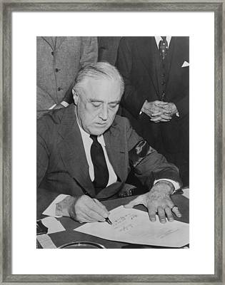 President Roosevelt Signs Declaration Framed Print by Everett