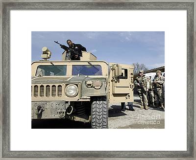 Pro Football Athlete Checks Out A M240b Framed Print by Stocktrek Images