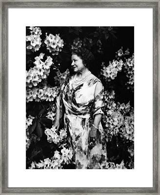 Queen Elizabeth The Queen Mother Framed Print by Everett