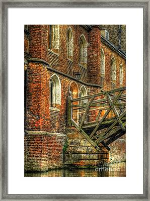 Queens' College And Mathematical Bridge Framed Print by Yhun Suarez