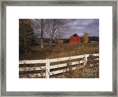Red Barn - Fm000066 Framed Print