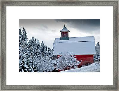 Red Barn Veemont Framed Print
