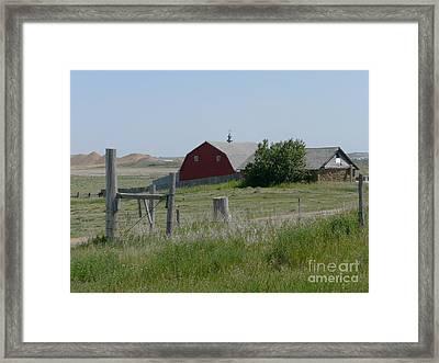 Red Hiproof Barn In Nd Framed Print by Bobbylee Farrier