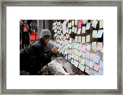 Rip Steve Jobs . October 5 2011 . San Francisco Apple Store Memorial 7dimg8572 Framed Print by Wingsdomain Art and Photography