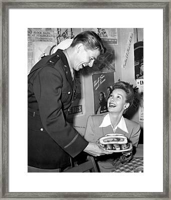 Ronald Reagan And Wife Jane Wyman Framed Print by Everett