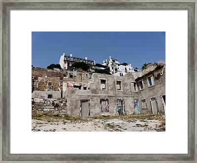 Ruina Framed Print by Luis oscar Sanchez