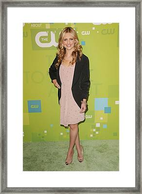 Sarah Michelle Gellar Wearing A Rebecca Framed Print by Everett
