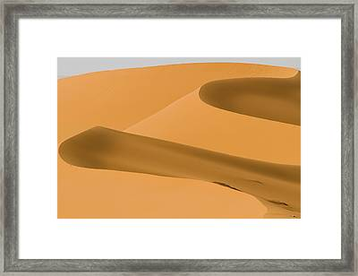 Saudi Sand Dune Framed Print by Universal Stopping Point Photography