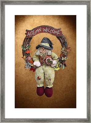 Scarecrow On Autumn Wreath Framed Print by Linda Phelps