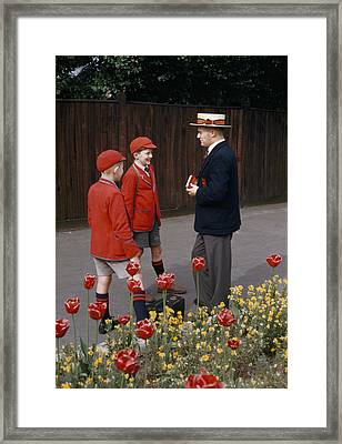 Schoolboys Chat With A Master At Kings Framed Print by Franc Shor