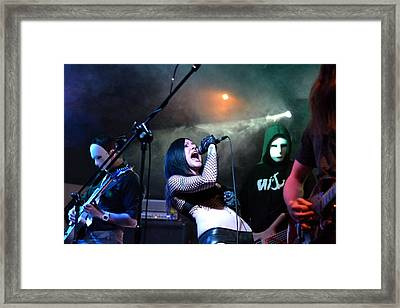 Screaming The Note Framed Print by Ronnie Reffin