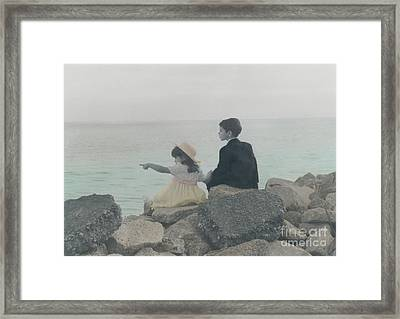 Framed Print featuring the photograph Sharing by Lori Mellen-Pagliaro