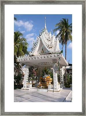 Shrine At Wat Inpeng Framed Print by Gregory Smith