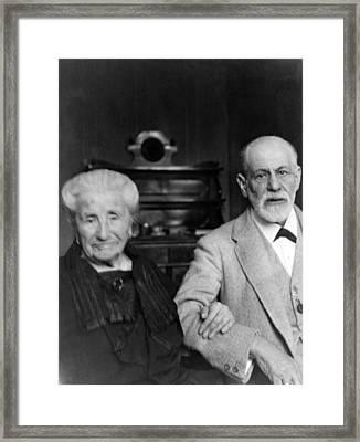 Sigmund Freud 1856-1939 Framed Print by Everett