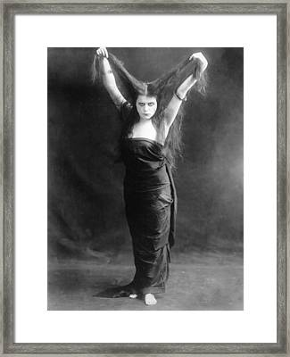 Sin, Theda Bara, 1915 Framed Print by Everett