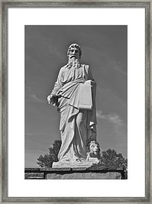 Statue 01 Black And White Framed Print by Thomas Woolworth