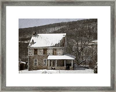 Stone Farmhouse In Snow Framed Print by John Stephens