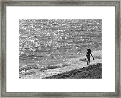 Strolling On Connecticut Beach Framed Print by Cindy Lee Longhini
