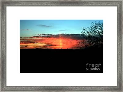 Sun Pillar Framed Print by Science Source