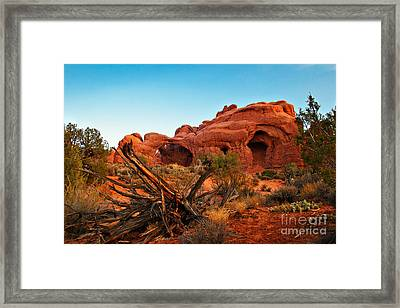 Sunrise At The Double Arches Framed Print by Robert Bales