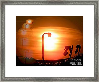 Sunsetzies Framed Print by Laurence Oliver
