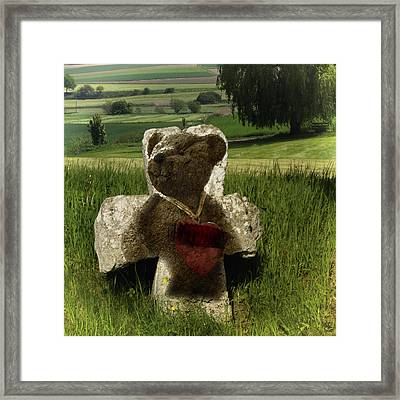 Teddies Herz - Teddies Heart Framed Print by Nafets Nuarb