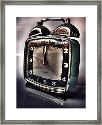 Tempus Fugit Framed Print by Gabriel Calahorra