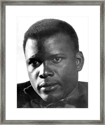 The Defiant Ones, Sidney Poitier, 1958 Framed Print by Everett