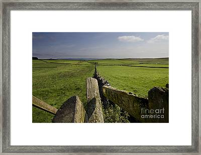 To Castleton Framed Print by Darren Burroughs