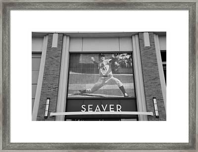Tom Seaver 41 In Black And White Framed Print