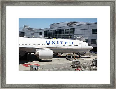United Airlines Jet Airplane At San Francisco Sfo International Airport - 5d17109 Framed Print by Wingsdomain Art and Photography