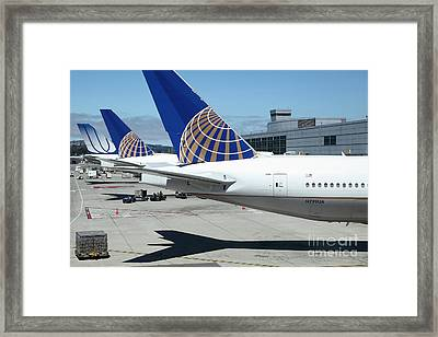 United Airlines Jet Airplane At San Francisco Sfo International Airport - 5d17110 Framed Print by Wingsdomain Art and Photography