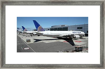 United Airlines Jet Airplane At San Francisco Sfo International Airport - 5d17112 Framed Print by Wingsdomain Art and Photography