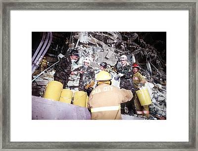 Us Air Force Personnel Work Alongside Framed Print by Everett