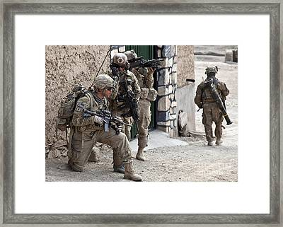 U.s. Army Battalion Pulls Security Framed Print by Stocktrek Images