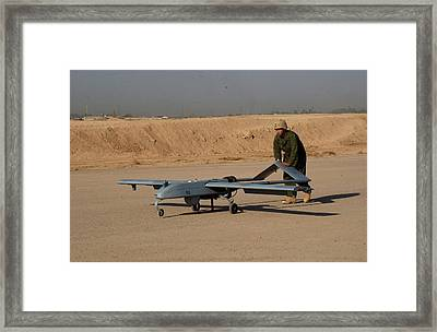 Us Army Soldier With An Intelligence Framed Print