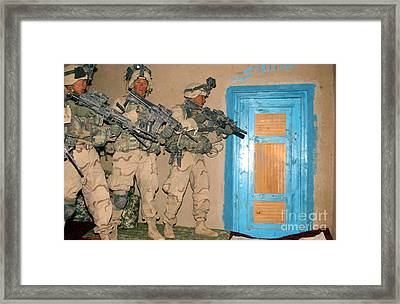 U.s. Army Soldiers Armed With 5.56mm M4 Framed Print